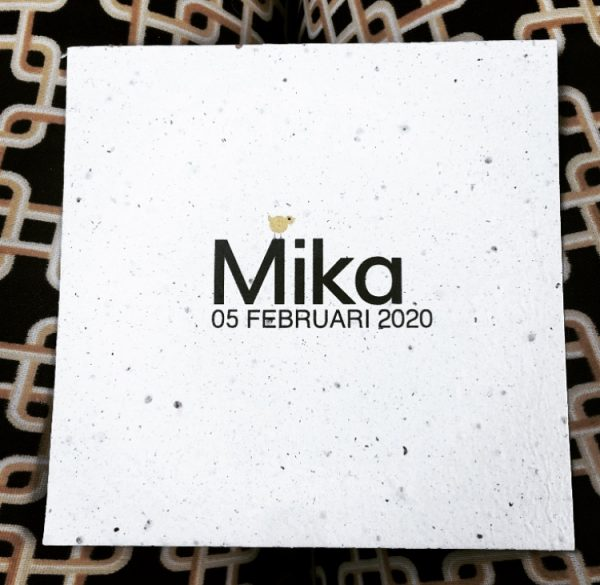 Geboortekaartje groeipapier Mika voorkant Social media